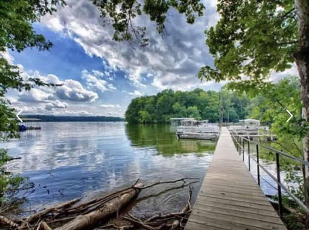 Beautiful_Lake_View_Dock.jpg