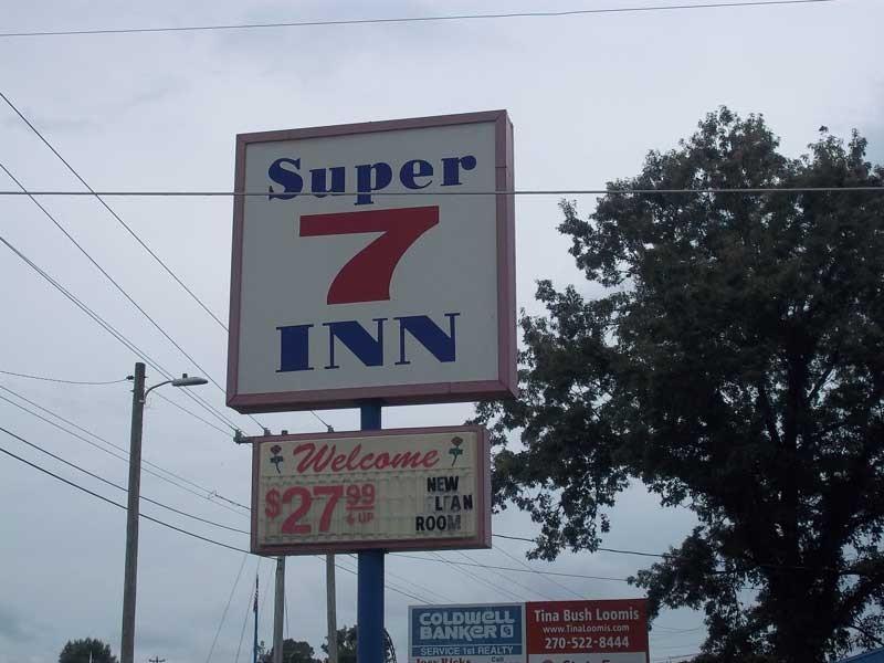 super7-cheap-rooms.jpg
