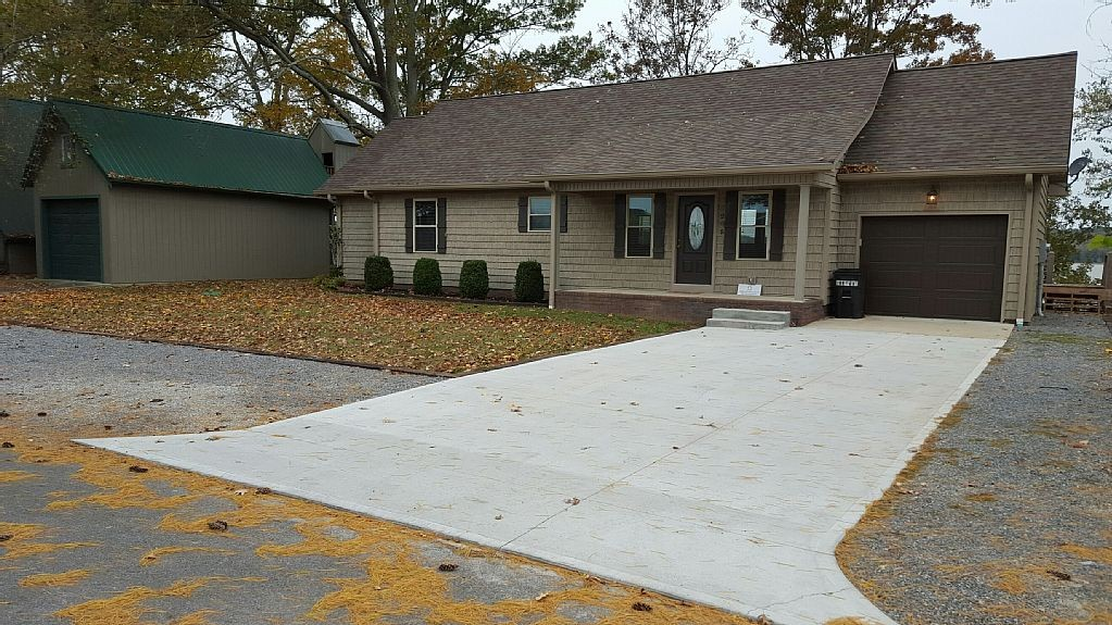 Front-Lawn-Garage-Bridgeview.jpg