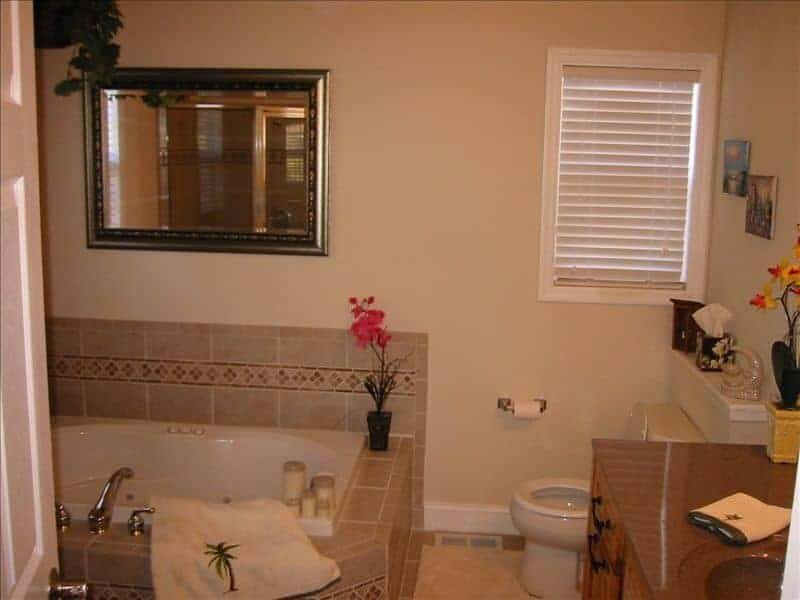 clean-spacious-bathroom-sunset-bathtub.jpg