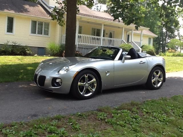 whitetail-inn-pontiac-sportscar-parked.jpg