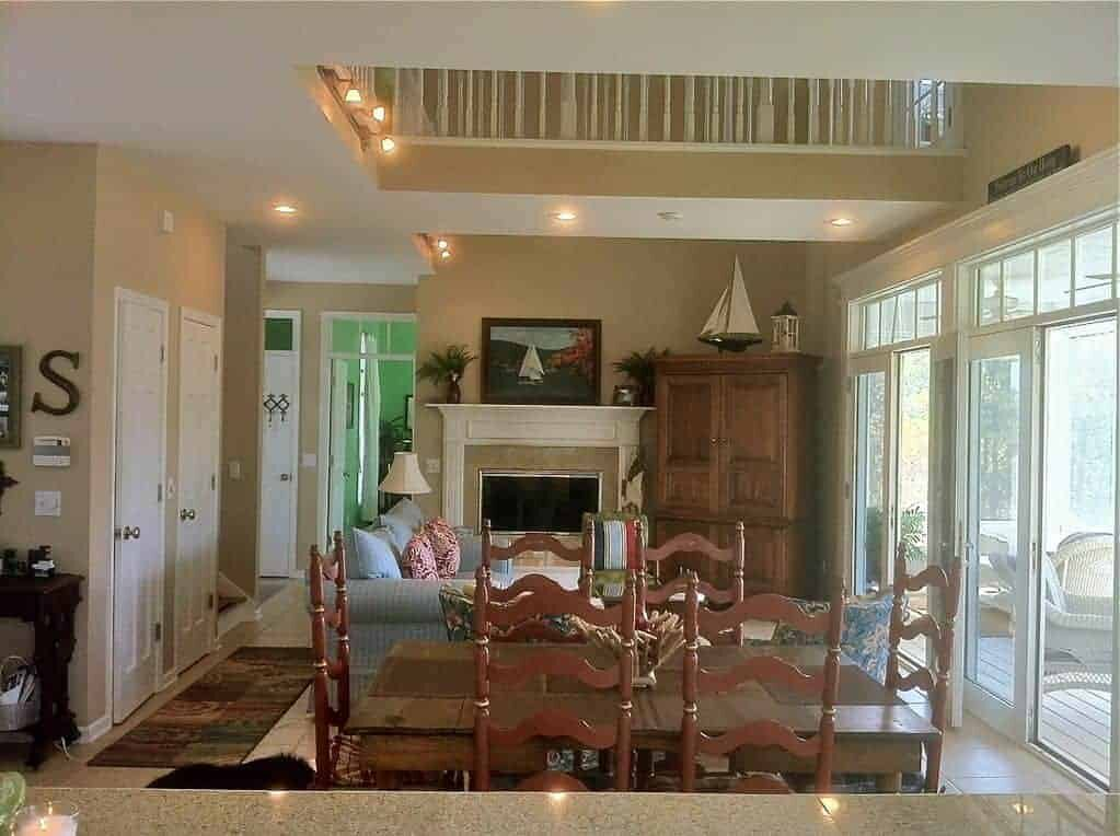 paradise-family-room-dining-french-doors-porch.jpg
