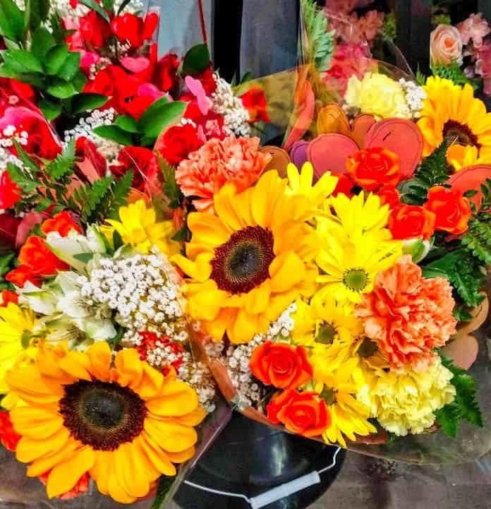 colorful-daisies-arrangement.jpg