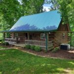 Charming-cabin-front-view-cozy-private-secluded-hunters-fishing-off-road_1.jpg