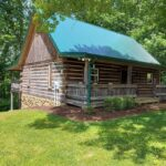 front-view-cabin-charming-great-stay-retreat-hunt-fish_1.jpg
