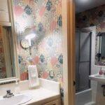 private-bathroom-clean-roomy_1.jpg